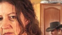 【動画素材】ドメスティックバイオレンス。怯える中年女性の表情。